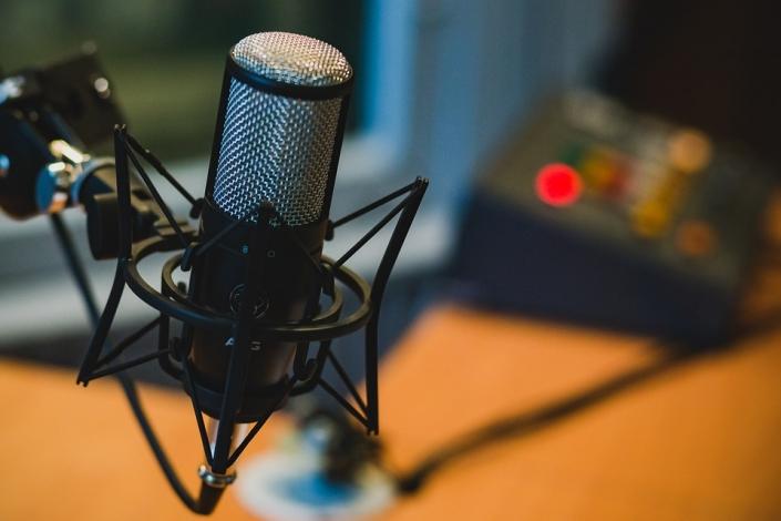 Podcast Entre Asas no Spotify- Li Mendi